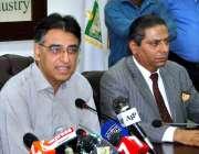اسلام آباد: وفاقی وزیر خزانہ اسد عمر چیمبر آف کامرس اینڈ انڈسٹری میں ..