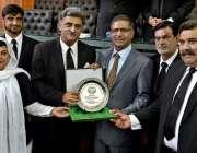 راولپنڈی:نگران وفاقی وزیر سید علی ظفر کو ہائیکورٹ بار ایسوسی ایشن کے ..