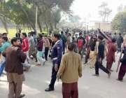 قصور: سات سالہ بچی سے مبینہ زیادتی اور قتل کے واقعے کے خلاف احتجاج کرنیوالے ..
