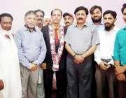 کراچی: ڈائریکٹر سپورٹس شہزاد پرویز بھٹی اور دیگر سٹاف کا ڈائریکٹریٹ ..