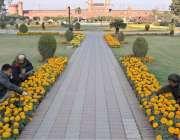 لاہور: ریلوے اسٹیشن کے سامنے پارک کا خوبصورت منظر ۔