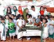 راولپنڈی: پرنسپل و ڈائریکٹر سپرٹ سکول اصغر مال کیمپس یوم آزادی کا کیک ..