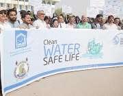 کراچی: پانی کے عالمی دن کے موقع پر الخدمت فاؤنڈیشن سندھ کے تحت سندھ ..