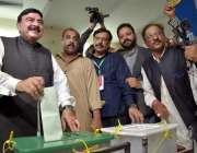 راولپنڈی: عام انتخابات 2018  عوامی مسلم لیگ کے سربراہ شیخ رشید احمد اپنا ..