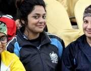 پشاور: قیوم سپورٹس کمپلیکس میں جاری قومی خواتین والی بال چمپئن شپ میں ..