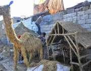 اسلام آباد: کرسمس کی تیاریوں میں مصروف بچے مختلف اشیاء بنا رہے ہیں۔