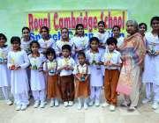 حیدر آباد: پرنسپل رائل کیمبرج سکول نگہت سرفراز کا تقرریری مقابلوں کی ..
