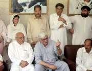 پشاور: اے این پی کے مرکزی صدر اسفند یار ولی خان ولی باغ چارسدہ میں تھنگ ..