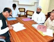بہاولپور: مشیر برائے وفاقی محتسب چوہدری عبدالحمیداپنے دفتر میں شہریوں ..