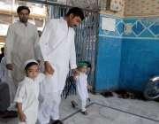 راولپنڈی: قدیمی جامعہ جامع مسجد میں شہری ماہ رمضان کے دوسرے جمعتہ المبارک ..