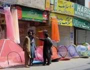 فیصل آباد: موسم میں تبدیلی کے باعث مچھروں سے محفوظ رہنے کے لیے شہری ..