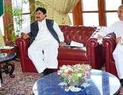 اسلام آباد: گورنر خیبر پختونخوا شاہ فرمان سے سیکرٹری آبپاشی محمد سلیم ..