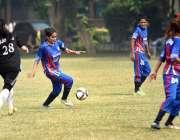 لاہور: واپڈا اور اسلام آباد نیشنل وومن فٹبال ٹیموں کے درمیان کھیلے ..