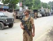 لاہور: پاک فوج کے جوان انتخابات کے سلسلے میں فرائض سرانجام دے رہے ہیں۔