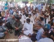 لاہور: پروفیسر لیکچرار ایسوسی ایشن کے اراکین اپنے مطالبات کے حق میں ..