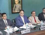 لاہور: صوبائی وزیر شیخ علاؤالدین، لاہور چیمبر کے صدر ملک طاہر جاوید، ..