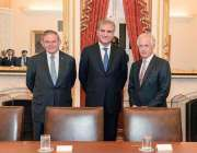 واشنگٹن: وزیر خارجہ مخدوم شاہ محمود قریشی کا سین بوب کورکر (R-T-N) اور ..