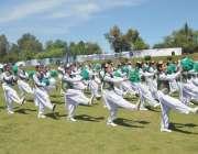 پشاور: انڈر23گیمز ایبٹ آباد ریجن میں طالبات پی ٹی کا مظاہرہ کر رہی ہیں۔