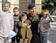 راولپنڈی: سی پی او عباس احسن کا بازیاب کرائے جانیوالے بچوں کے ہمراہ ..