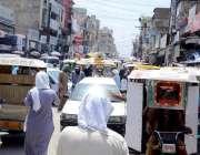 اٹک: کمیٹی چوک میں ٹریفک جام کے باعث شہری شدید گرمی میں نڈھال ہو گئے۔