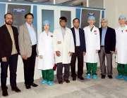 کراچی: پاکستان آئی بینک سوسائٹی میں مفت آئی سرجری کیمپ میں چائنیز ماہرین ..