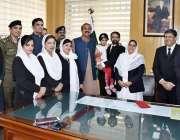 راولپنڈی: ڈسٹرکٹ اینڈسیشن جج راولپنڈی خالد نواز جیل میں قید خاتون کی ..