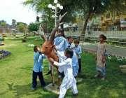 بہاولپور: مقامی پارک میں بچے کھیل کود میں مصروف ہیں۔