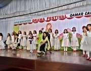 اسلام آباد: دی ایجوکیٹر کمر کیمپس میں ڈرامہ فیسٹیول کے موقع پر سٹوڈنٹس ..