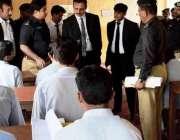 ڈیرہ غازی خان: ڈسٹرکٹ اینڈ سیشن جج شفیق الرحمن سنٹرل جیل کا معائنہ کر ..