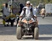 راولپنڈی: ایک معمر شخص فار ویلر موٹر سائیکل پر سوا اپنی منزل کی جانب ..