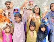 حیدر آباد: ٹنڈو جام کا رہائشی خاندان انصاف کے لیے احتجاج کر رہا ہے۔