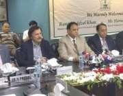 لاہور: وزیراعظم کے معاون خصوصی برائے ریونیو ہارون اختر خان، زیر مملکت ..