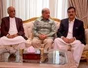 لاہور: مسلم لیگ (ن) کے صدر شہباز شریف سے پیپلز پارٹی کے مرکزی رہنما یوسف ..