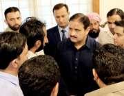 لاہور: وزیر اعلیٰ پنجاب سردار عثمان بزدار مختلف وفود سے ملاقات کے دوران ..