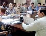 لاہور:سیکرٹری سپیشلائزڈ ہیلتھ کیئر اینڈ میڈیکل ایجوکیشن پنجاب ثاقب ..