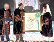 کوئٹہ: صدر مملکت ممنون حسین کو بہادر خان وویمن یونیورسٹی کے وائس چانسلر ..