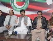 لاہور: تحریک انصاف سپورٹس اینڈ کلچر کے مرکزی صدرعمر خیام، میاں جاوید ..