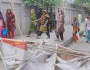 لاہور: تحریک لبیک کے داتادربار کے سامنے دھرنے کی وجہ سے راستے بند ہونے ..