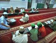 راولپنڈی: بچے مدرسہ میں قران مجید کی تلاوت کر رہے ہیں۔