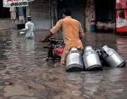 راولپنڈی: بدھ کی صبح ہونے والی بارش کے دوران ڈوھوک کھبہ میں شہری بارش ..