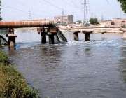 ملتان: سیوریج کا گندا پانی نہر میں شامل ہو رہے جس کے باعث نہر کا پانی ..