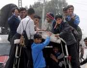 راولپنڈی: ٹریفک پولیس کی نااہلی، طلبہ اپنی جانوں کو خطرے میں ڈالے ایک ..