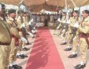 لاہور: یوم دفاع پاکستان کے موقع پر پاک فوج کا دستہ سلامی دے رہا ہے۔