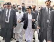 لاہور: لاہور ہائیکورٹ میں کیس کی سماعت کے بعد قصور کی معصوم بچی زینب ..