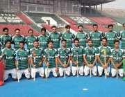 لاہور: ورلڈ کپ2018کے لیے پاکستان ہاکی ٹیم کا نئی کٹ پہنے نیشنل ہاکی سٹیڈیم ..
