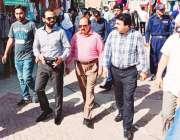 لاہور: چیئرمین پرائس کنٹرول کمیٹی میاں عثمان قذافی سٹیڈیم کے باہر ہوٹلوں ..