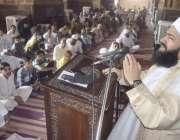 لاہور: بادشاہی مسجد کے خطیب مولانا سید عبدالخبیر آزاد نماز جمعہ کے ..