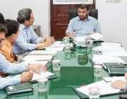 لاہور: ڈائریکٹر جنرل اوورسیز پاکستانیز کمیشن پنجاب عثمان انور افسران ..
