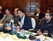 لاہور: صوبائی وزیر خزانہ مخدوم ہاشم جوان بخت پریس کانفرنس سے خطاب کر ..