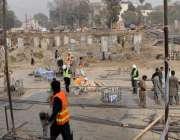 لاہور: جی پی او چوک میں اورنج لائن ٹرین منصوبے پر تیزی سے کام جاری ہے۔